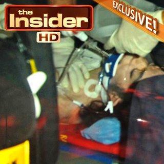 Michael Jackson dibawa dengan ambulans
