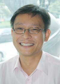 http://tidakmenarik.files.wordpress.com/2009/06/kim-ung-yong.jpg