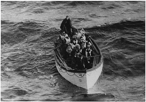 Satu dari beberapa sekoci penyelamat yang membawa Penumpang Titanic