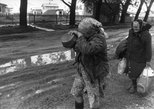 Penduduk meninggalkan kotanya (http://ve.kalipedia.com/geografia-espana/tema/centrales-nucleares-caso-chernobil.html?x1=20070410klpgeodes_65.Kes)