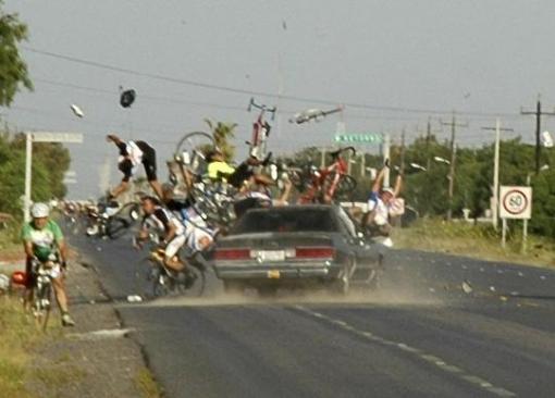 (Illustrasi) Akibat Mengemudi sambil mabok (http://galleries.thelondonpaper.com/mexican-bike-crash-horror/)