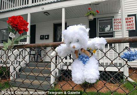 Tributes and a teddy bear have been placed outside the Haynes family home  Read more: http://www.dailymail.co.uk/news/worldnews/article-1202871/Pictured-court-The-woman-charged-ripping-baby-dead-mothers-womb.html#ixzz0xmyrr0mi